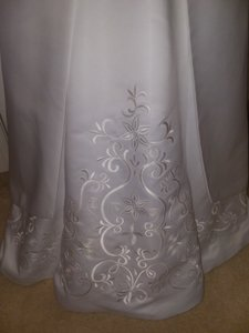 David's Bridal White Polyester St Tropez Style 5268 Traditional Wedding Dress Size 4 (S)