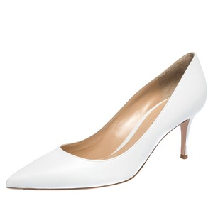Gianvito Rossi Pointed Toe Leather White Pumps