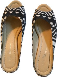 CL by Laundry Black tribal print Wedges