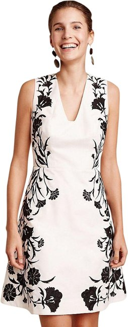 Item - White Black Moulinette Soeurs Bellflower Embroidered and New Mid-length Cocktail Dress Size 2 (XS)