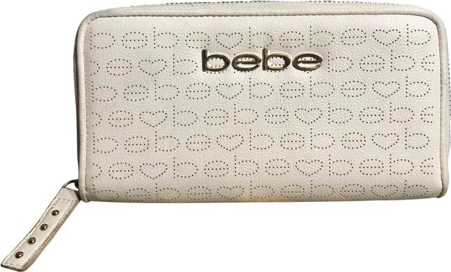 Item - Light Cream/Gold Pounded Hearts B E B E Decorations/ Gold-tone Front Logo Wallet