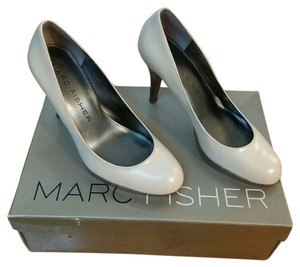 Marc Fisher ivory Pumps
