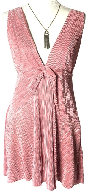 Item - Pink Twist And Short Night Out Dress Size 10 (M)