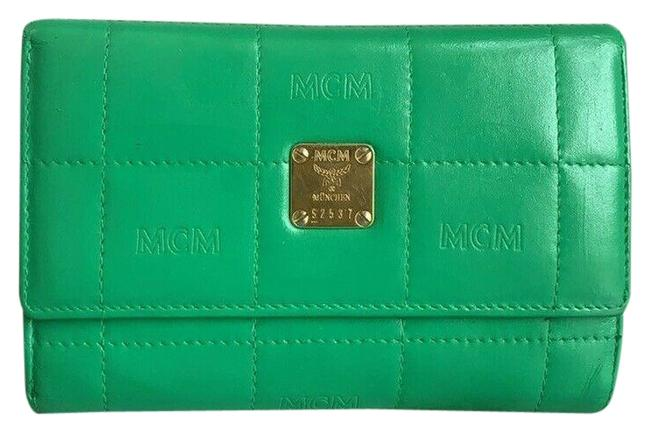 Item - Green W Vintage Quilted Leather Medium Tri-fold W/ Photo Id Window Wallet