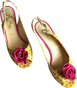 Butter pink , golden yellow and white. flower print Pumps