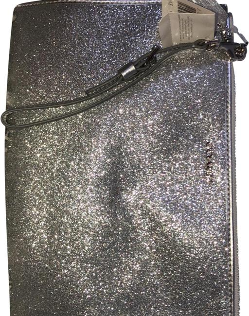 Item - Wristlet Silver with Sequence Clutch