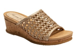 Bare Traps Tan Wedges