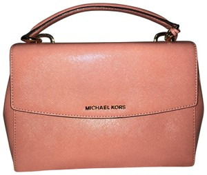 Michael Kors Satchel in Peach/Pink