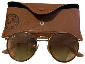 Ray-Ban sunglasses come with cse