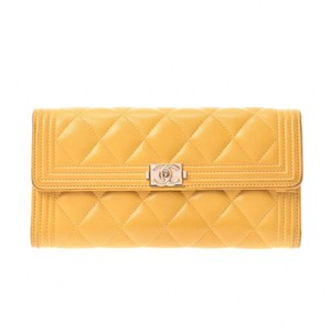 Chanel CHANEL Chanel Boy Folded Wallet Yellow Gold Hardware Ladies Lambskin