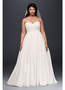 David's Bridal Soft White Polyester Pleated Strapless with Empire Waist Traditional Wedding Dress Size 10 (M)