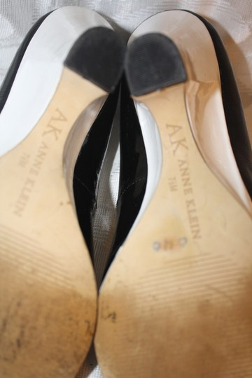 Anne Klein Black/White Pumps
