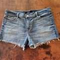 J Brand Blue Mid Rise Raw Hem Jean Adventure Light Wash Shorts Size 8 (M, 29, 30) J Brand Blue Mid Rise Raw Hem Jean Adventure Light Wash Shorts Size 8 (M, 29, 30) Image 6