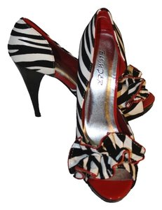Bumper Black/White/Red Pumps