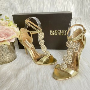 Badgley Mischka Gold Embellished Strap Heel Metallic Leather Sandals Size US 5.5 Regular (M, B)