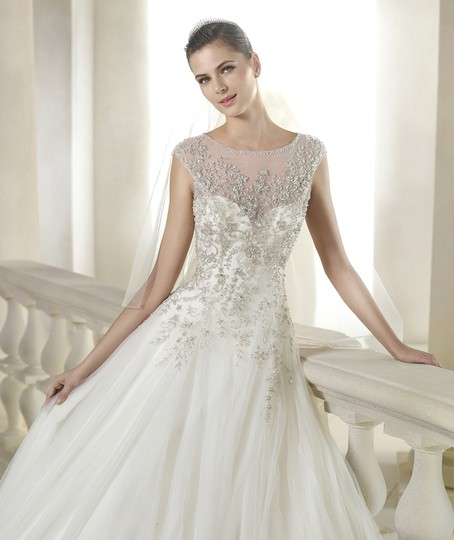 St. Patrick Offwhite Tulle with Sheperd Traditional Wedding Dress Size 12 (L)