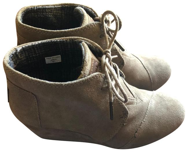 TOMS Taupe Desert Suede Boots/Booties Size US 7 Regular (M, B) TOMS Taupe Desert Suede Boots/Booties Size US 7 Regular (M, B) Image 1
