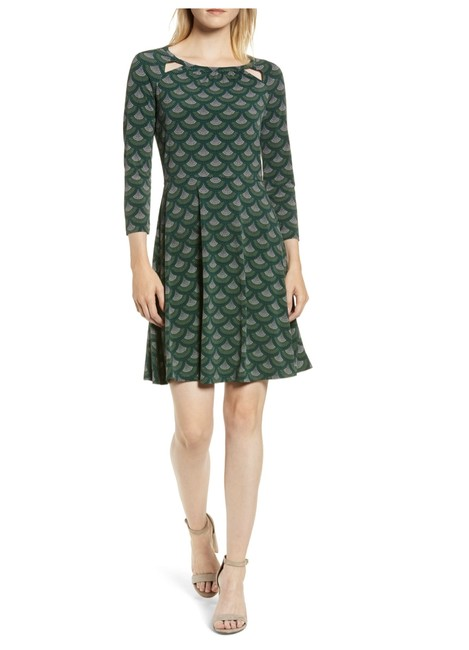 Item - Green/Multi Slit Neck Fit & Flare Mid-length Short Casual Dress Size 2 (XS)