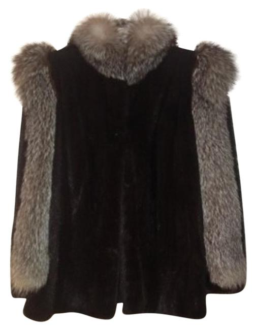 Preload https://item2.tradesy.com/images/black-with-grey-fox-and-trim-fur-coat-size-8-m-27381-0-1.jpg?width=400&height=650