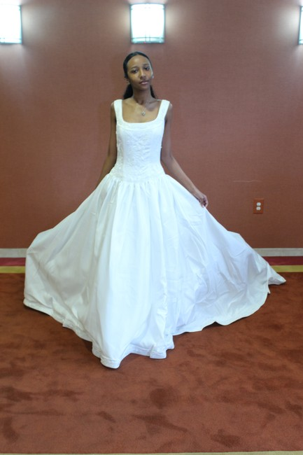 Item - Soft White Satin 6017 Traditional Wedding Dress Size 8 (M)