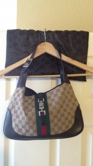Preload https://img-static.tradesy.com/item/27405/gucci-trademark-handle-chocolate-leather-and-canvas-shoulder-bag-0-0-540-540.jpg