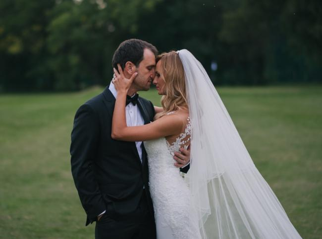 Item - Off-white Long Cathedral Length Bridal Veil