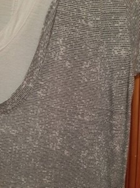 Neiman Marcus Sleeves Line Patterened T Shirt Black and white