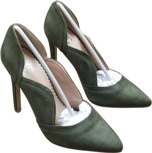 Journee Collection Green Pumps