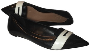 Elorie Black and white Flats