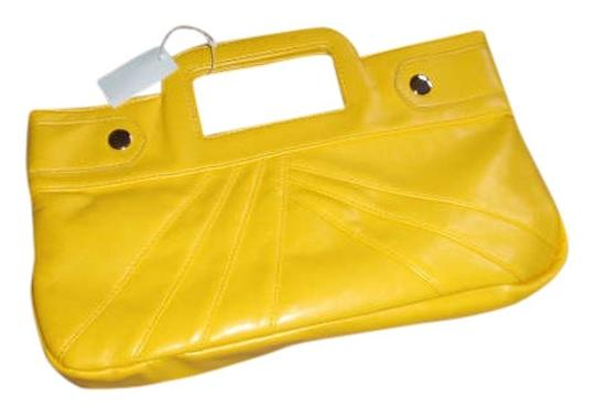Preload https://item2.tradesy.com/images/yellow-leather-clutch-274321-0-0.jpg?width=440&height=440