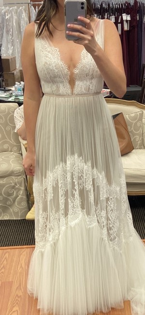 Item - Ivory-nude Lace Tulle Clementine - Style #53711 Casual Wedding Dress Size 8 (M)
