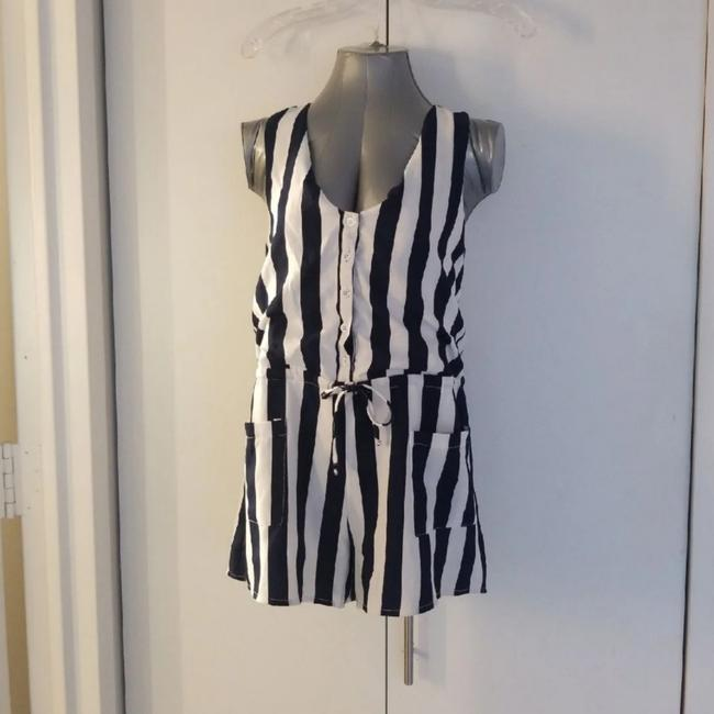 Item - Blue and White Striped Romper Shorts Size 4 (S, 27)