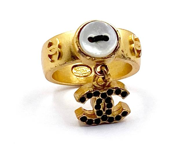Item - Gold Black White Vintage Plated Cc Mother Of Pearl Button Ring