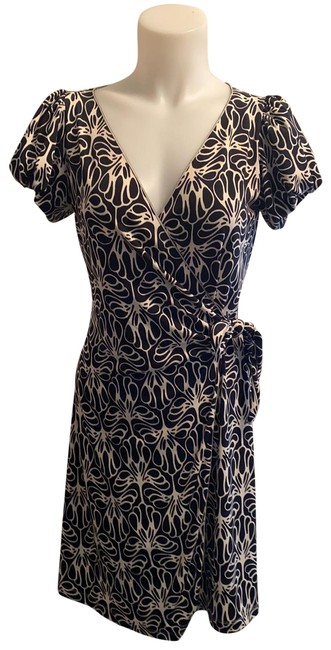Item - Black and White Mid-length Night Out Dress Size 2 (XS)