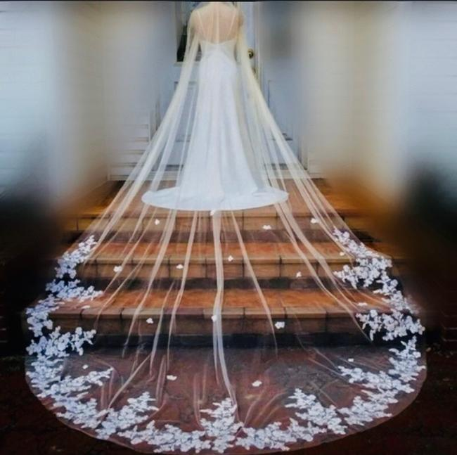 Unbranded Long White Ivory 10-16ft Lace Applique Cathedral with Comb Bridal Veil Unbranded Long White Ivory 10-16ft Lace Applique Cathedral with Comb Bridal Veil Image 1