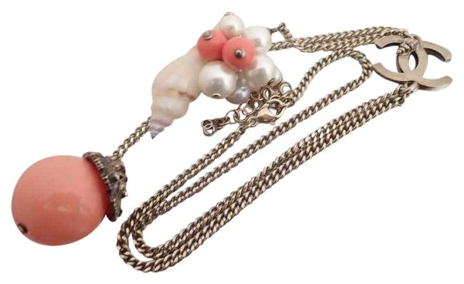 Item - Beige / Gold / Pink / White Coco Mark Fake Pearl Shell Chain Logo Ladies E41631 Necklace