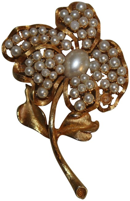 Item - Gold White Vintage Flower Pearl Pin Brooch Tone