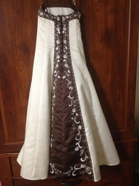 Item - Ivory/Chocolate Formal Bridesmaid/Mob Dress Size 8 (M)