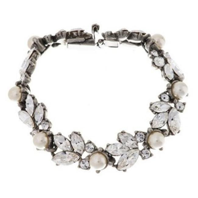 Item - Silver Floral and Crystal Bracelet