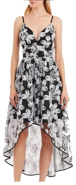 Item - Black and White Hi/Lo Mid-length Formal Dress Size 6 (S)