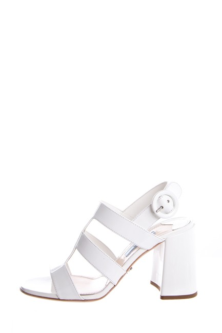 Item - White Sandals Size EU 35.5 (Approx. US 5.5) Regular (M, B)