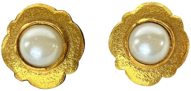 Chanel Gold 2cc5 Pearl Flower 19c613 Earrings Chanel Gold 2cc5 Pearl Flower 19c613 Earrings Image 1