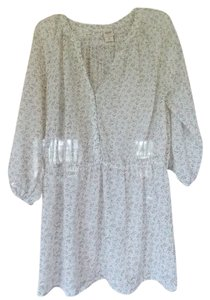 Mossimo Supply Co. Floral White Pattern 3/4 Length Sleeves Buttons Tunic