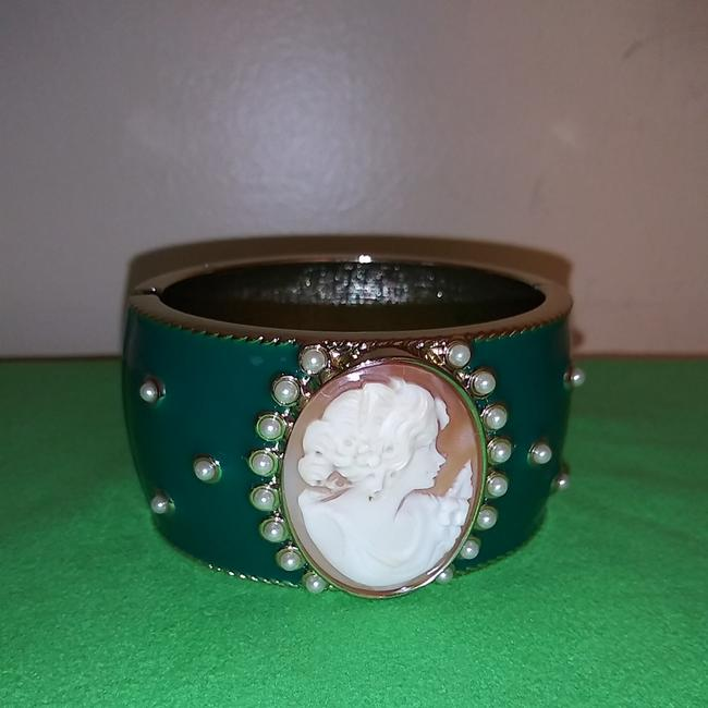Item - Cameo Enameled Bangle Bracelet
