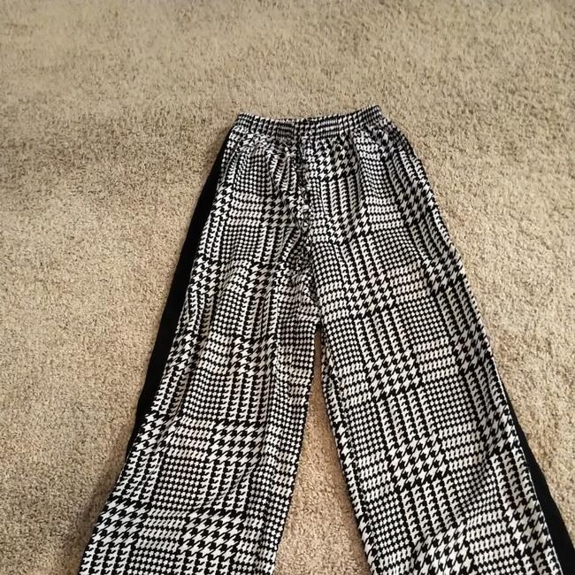 Item - Black and White Houndstooth Print Flowy Never Worn - No Tags Pants Size 8 (M, 29, 30)