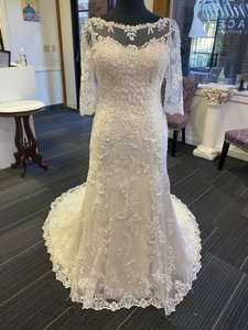 Maggie Sottero Ivory Over Nude Lace Verina Feminine Wedding Dress Size 12 (L)