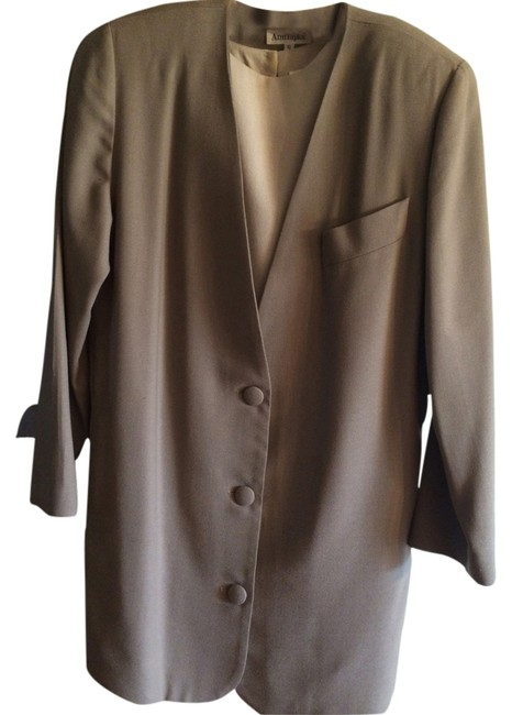 Preload https://item5.tradesy.com/images/ann-taylor-creme-dress-taupe-jacket-classic-and-skirt-suit-size-6-s-2750134-0-0.jpg?width=400&height=650