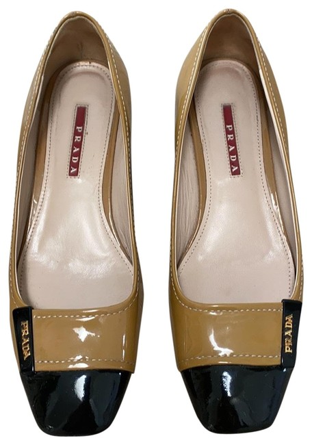 Item - Tan and Black Two-tone Wedges Size EU 38 (Approx. US 8) Regular (M, B)