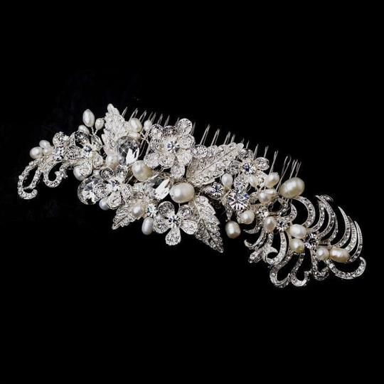 Preload https://img-static.tradesy.com/item/275048/elegance-by-carbonneau-silver-freshwater-pearl-and-rhinestone-comb-hair-accessory-0-0-540-540.jpg