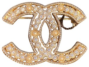 Chanel CHANEL 2019 S GOLD CC LOGO WHITE CRYSTALS and PEARLS BROOCH SMALL PIN